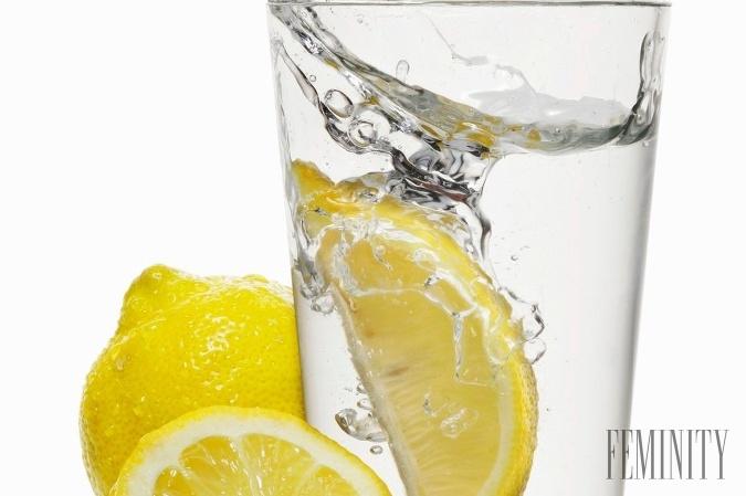 100 (ne)uveriteľných benefitov a variácií citrónovej vody: Tento zázrak si vaše telo zamiluje!