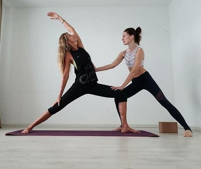 háčik s učiteľom jogy