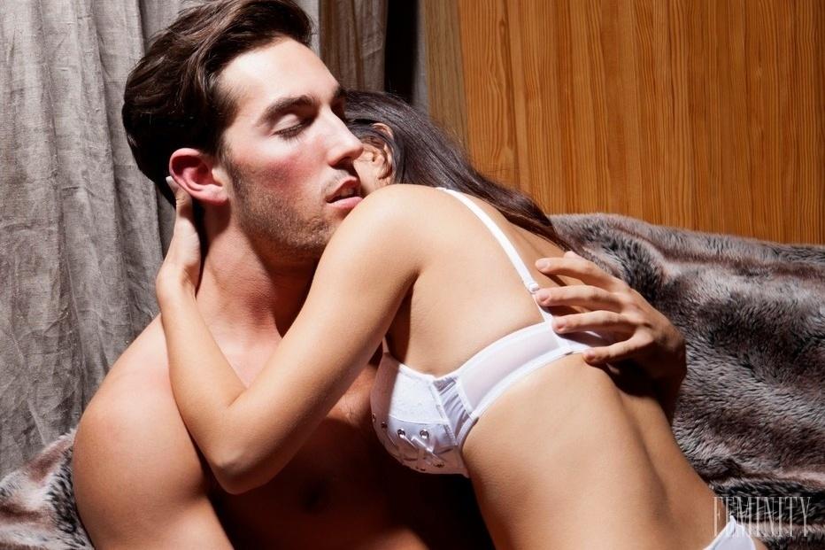 prasarny sex v posteli