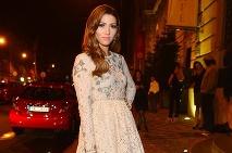 f4b25d51eb30 ... Krátky top v kombinácii s puzdrovou sukničkou vyzerá na nej úžasne ·  Romantický look Terezy Kerndlovej