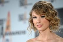 9c57335c31f7 Absolútna víťazka večera - country speváča Taylor Swift.