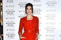 ... Kendall Jenner v tomto červenom stylingu zabodovala ... 975972e058