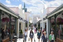 12d60d3286 ... Outlet Designer Outlet Parndorf každoročne láka na zľavy a výpredaje ...