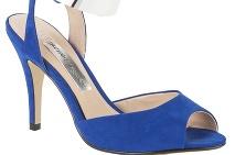 9c18bd9009d3 ... Sandáliky s výrazným metalickým remienkom okolo členka krásne vyniknú  na tenkých štíhlych nohách ...