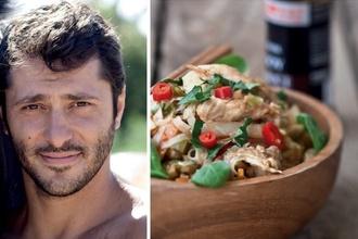 Pripravte si chutný recept od herca Braňa Deáka: Opekané ryžové rezance s kuracím mäsom
