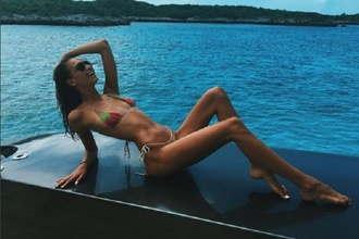 Najštýlovejšia a najsexi ikona pláže: Exotická modelka nás ohúrila dokonalými fotografiami v bikinách