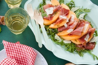 Osviežujúci letný šalát, ktorý máte za pár minút: Melón a prosciutto v ňom tvoria dokonalú kombináciu