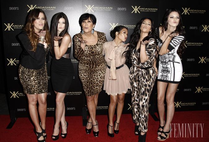 Kardashianky asi desať rokov dozadu vyzerali úplne odlišne ako dnes, spoznávate jednotlivé tváre?