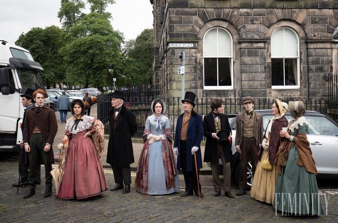 Seriál Belgravia opisuje životy rodiny Trenchardovcov pod vedením podnikateľa Jamesa Trencharda.