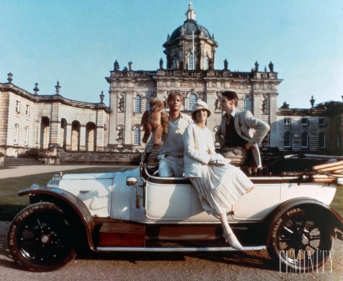V seriáli Brideshead Revisited hrali herecké hviezdy ako Jeremy Irons alias Charles Ryder či Anthony Andrews a Diana Quick.