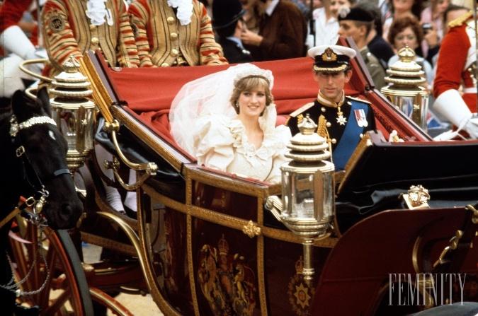 Elizabeth a David Emanuelovci si na jej šatách dali záležať až natoľko, že vytvorili aj druhú verziu a to pre prípad, že by sa o šatách niekto dozvedel skôr
