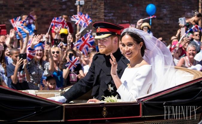 Meghan Markle sa vydala za princa Harryho v roku 2018 a hoci dvojica sa úprimne milovala, verejnosť im až taká naklonená ako v prípade Kate nebola