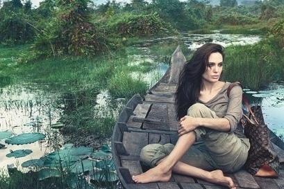 a36bd07fcbf9 Angelina Jolie  Prirodzene krásna v kampani pre Louis Vuitton ...