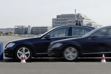 Aut o jazdia sam for Mercedes benz autopilot