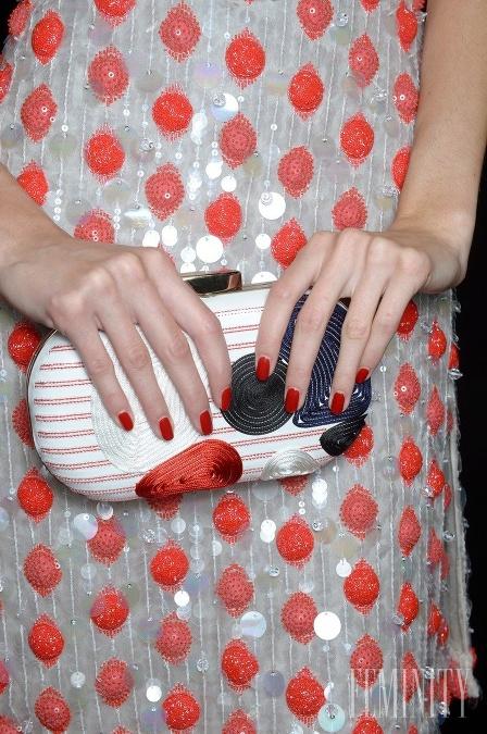 Vzorované kabelky sa ideálne hodia na plesovú sezónu 897b32392f0