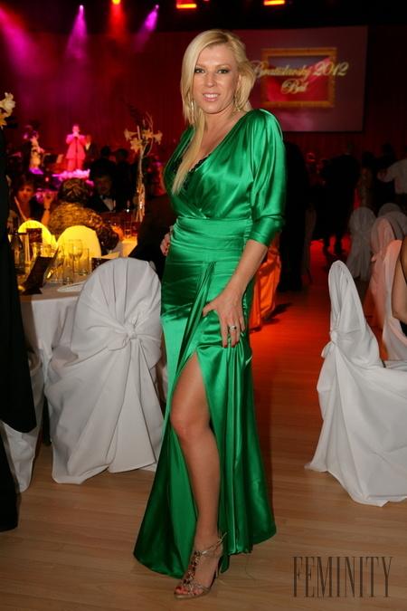 Vyberte najkrajšie šaty Bratislavského bálu 2012 - galéria  06044afde4d