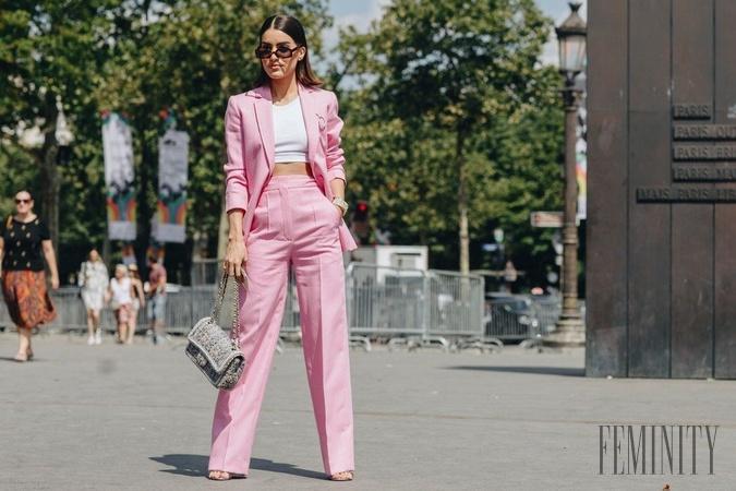6031302c123c Príliv farieb na ženských kostýmoch  Takýmto kúskom sa nebráňte ani ...