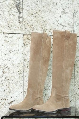 3af6bb959f Semišové čižmy nad kolená v béžovom odtieni