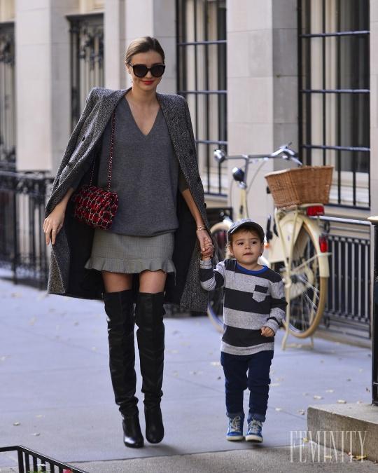90b9576716 ... pre nadčasovú módu. Miranda Kerr má zmysel pre nadčasovú módu. Foto   Profimedia. Čižmy nad kolená nikdy nevyjdú z módy  Dodajú outfitu kus  ženskosti ...