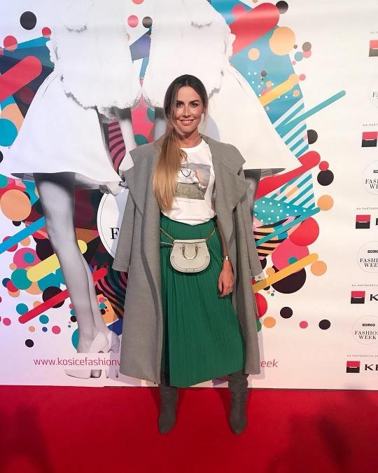 1e0fccf55 Riaditeľka kliniky Envy Natália Selveková prepojila ladvinku od známej  značky s tričkom od módnej návrhárky Victorie