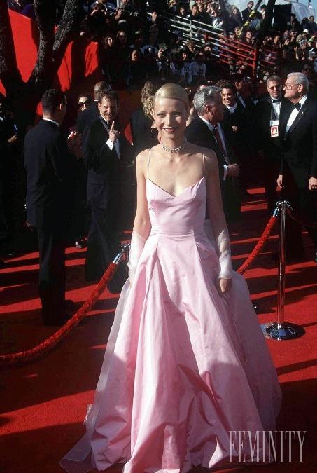 V roku 1999 si na odovzdávanie Cien Akadémie obliekla Gwyneth Paltrow šaty 94bbdf1980