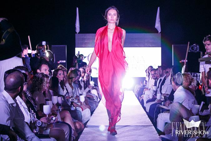 6751556e3019 Slovenky obklopené luxusom  Sexi modelka s top ženskými krivkami ...