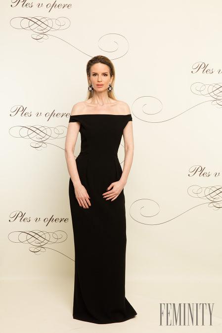 Najlepšia stylistka Zuzana Kanisová zvolila jednoduchú čiernu róbu s  odhalenými ramenami e09f9b2afc6