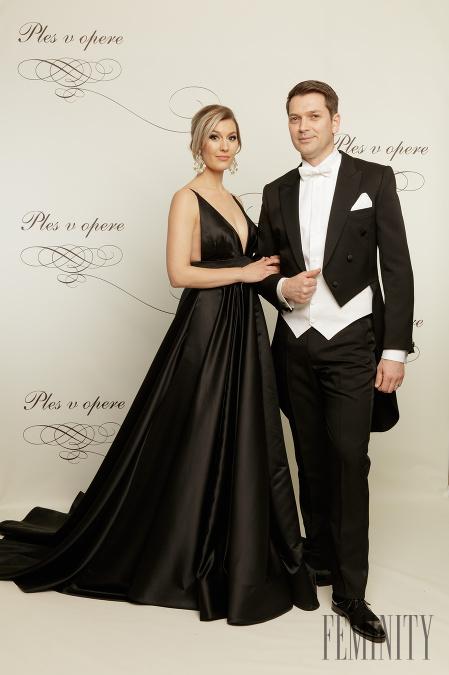 5363a30bf0d7 Charizmatický herec Marek Majeský s manželkou Jankou si nenechali ujsť  tento exkluzívny večer