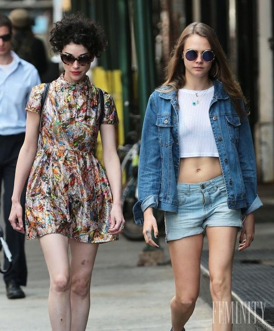 lesbické sex v Hollywoode topless Teen galérie