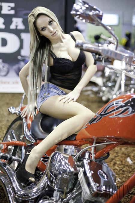 sexi zeny a motorky