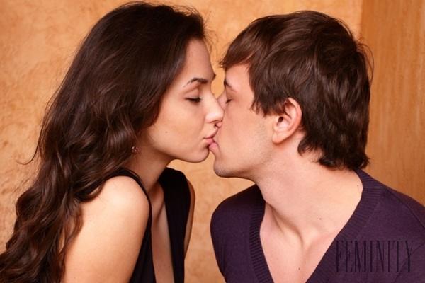 videá z dvoch dievčat bozkávanie
