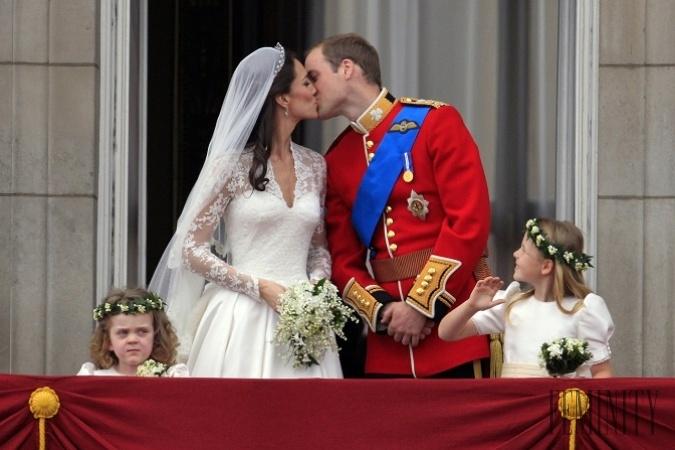 c194274bf Tradíciou, ktorá je pre nás asi najznámejšia, je tá, že novomanželia spolu s