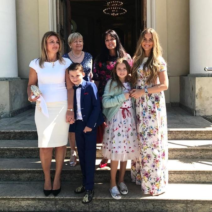 0c08aeeedaa9 Natália Selveková si na veľkú rodinnú udalosť vybrala dlhé kvetované šaty