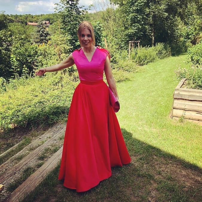 8578cc6c817a Svadobná sezóna je v plnom prúde  Takéto outfity na svadby svojich ...
