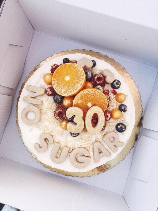 bdffa80bf4fc Podľa vašich požiadavok sa v Taký malý koláč viete dohodnúť aj na rôznych  prevedeniach vašej torty