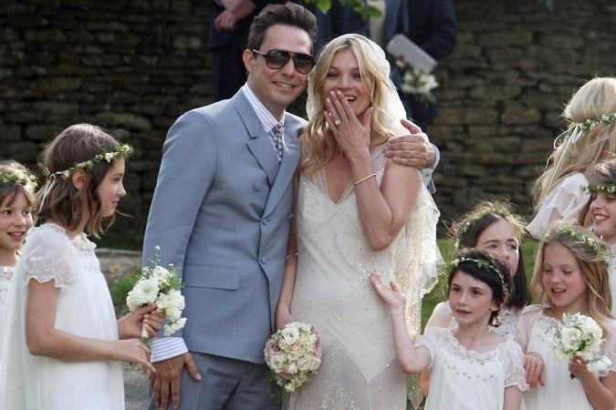ecc137adc Slávne nevesty, ktoré si obliekli netradičné svadobné šaty: Tieto ...