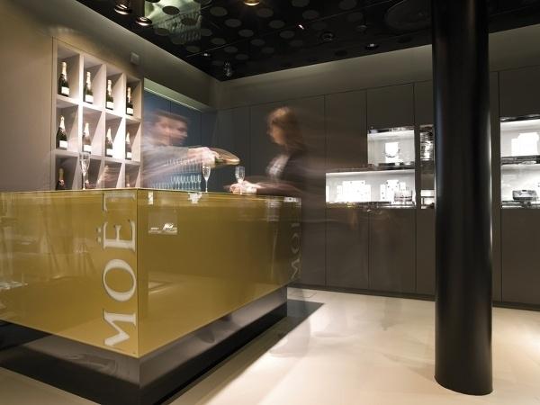 Moët bar v luxusnom obchode Swarovski vo Viedni. f7cd37ddebd