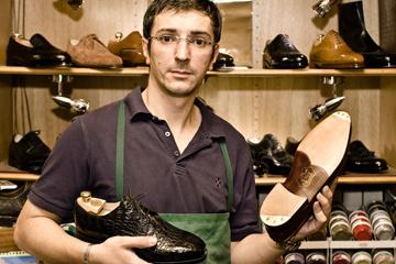 a431643bb0 Ako vznikajú luxusné topánky na mieru