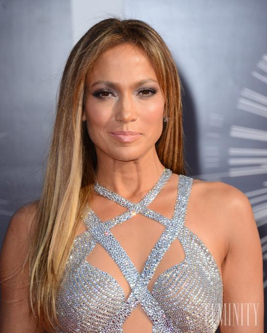 Jennifer Lopez a jej dlhé vlasy b5e4d457472