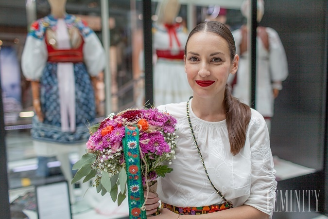 47468d06a Výstava zbierky slovenských krojov Tamary Šimončíkovej Heribanovej sa  niesla v tradičnom duchu