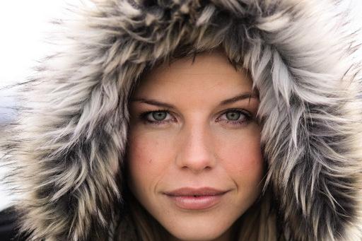 Zimná móda  Zahalená a pritom stále sexi  1e753e04043
